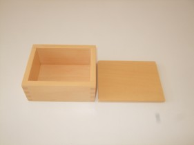 Box with lid ( 12 x 9.5 x 5.5 cm )