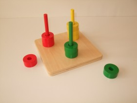 coloured discs on 3 coloured dowels