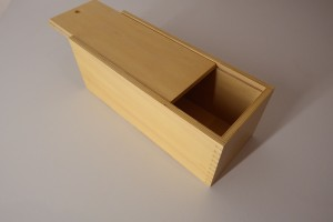 wooden box with sliding lid (33 x 13 x 12 cm)