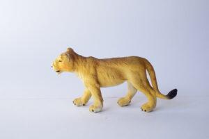 Lioness                   L 11  H 5.5 cm