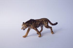 Cheetah                                L 13  H 5 cm