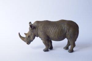 Rhinoceros (white)              L13  H 7 cm