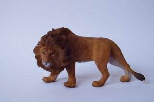 Lion                                        L 12  H 6 cm