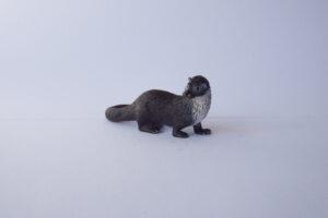 Otter                                        L 8  H 4 cm