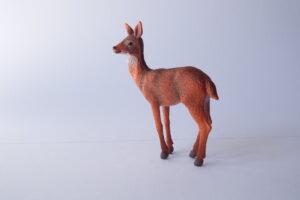 red deer hind                        L 8.5  H 9 cm