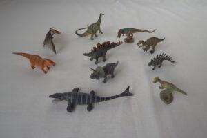 Mini dinosaurs set 2          average size   L 8.5  H 4 cm