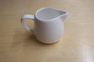 Ceramic pitcher 100ml         (9 x 6.5 x 6.5 cm)