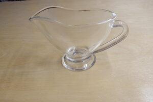 Glass pitcher                           (15 x 7 x 9 cm)